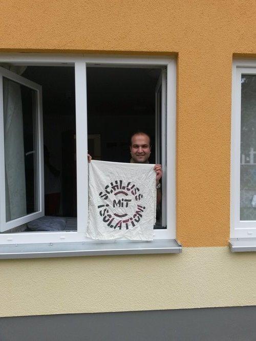"""Aus dem Quarantäne-Fenster: """"Schluss mit Isolation!"""""""
